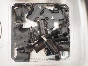 【リメイク】プラスチックの部品を洗剤液に漬けておく