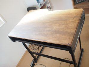 机(テーブル)を高くするDIYをしました