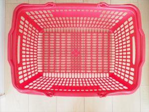 【プラスチック×アイアンペイント】赤いカゴ
